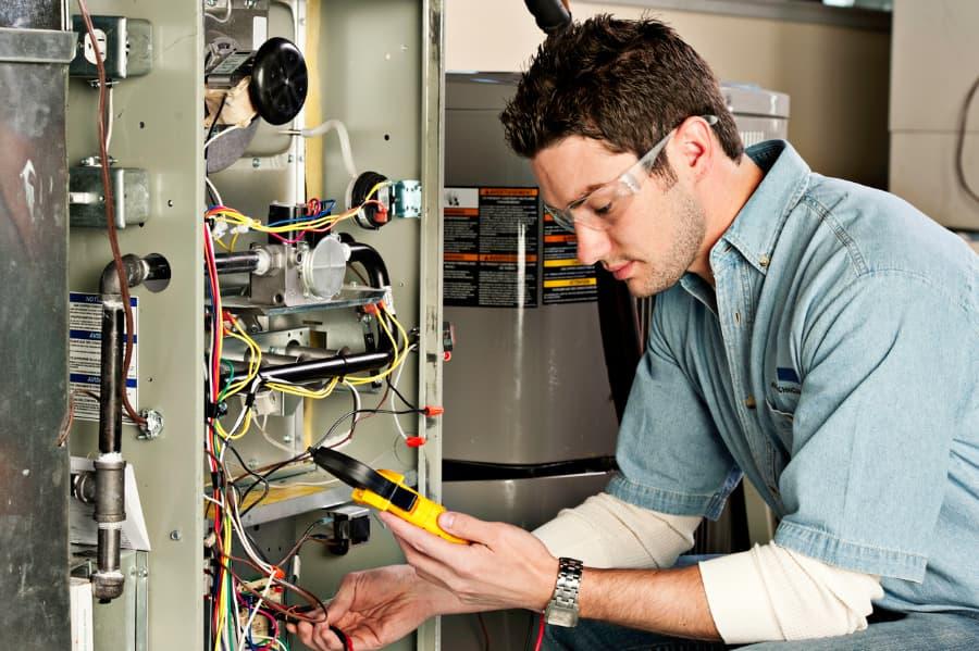 HVAC&R Technicians On The Job